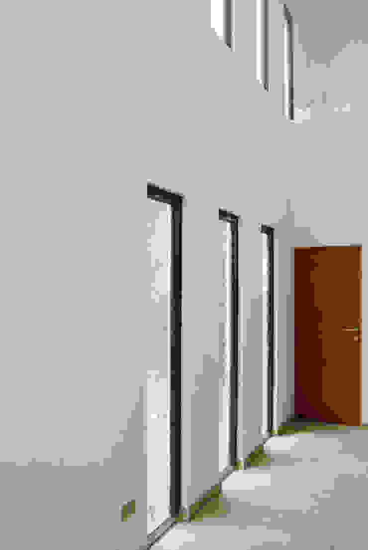 Casa La Reserva Comedores de estilo minimalista de AtelierStudio Minimalista