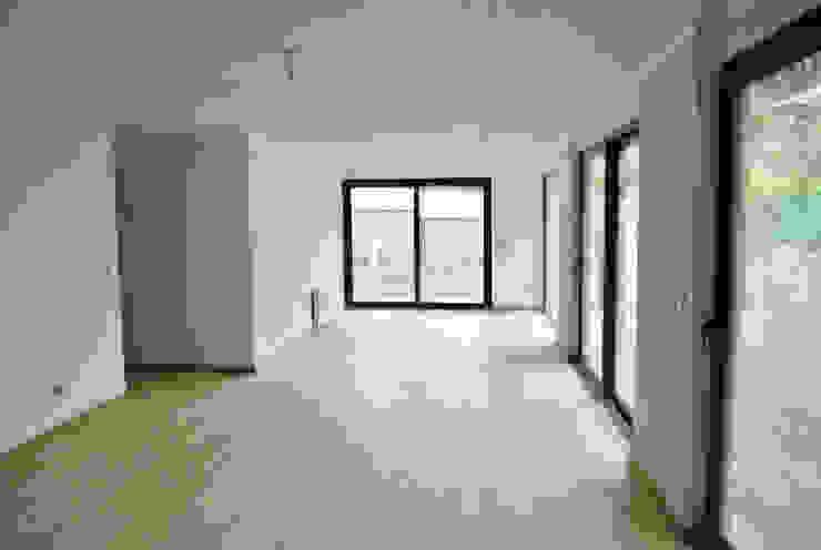 Casa La Reserva Paredes y pisos de estilo minimalista de AtelierStudio Minimalista