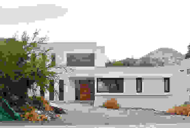 Casa La Reserva Casas de estilo minimalista de AtelierStudio Minimalista