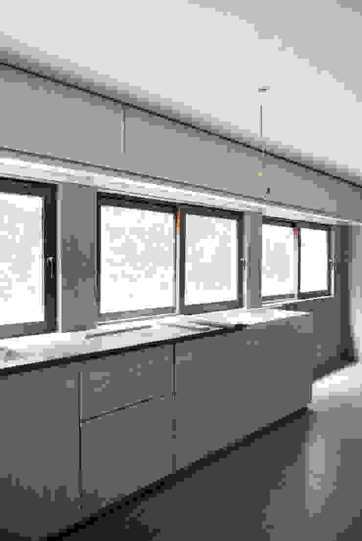 Casa La Reserva Cocinas de estilo minimalista de AtelierStudio Minimalista