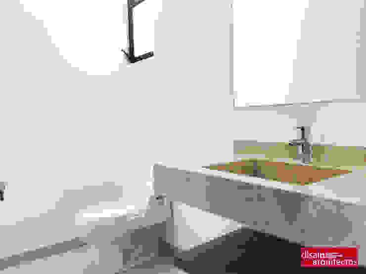 現代浴室設計點子、靈感&圖片 根據 homify 現代風 大理石