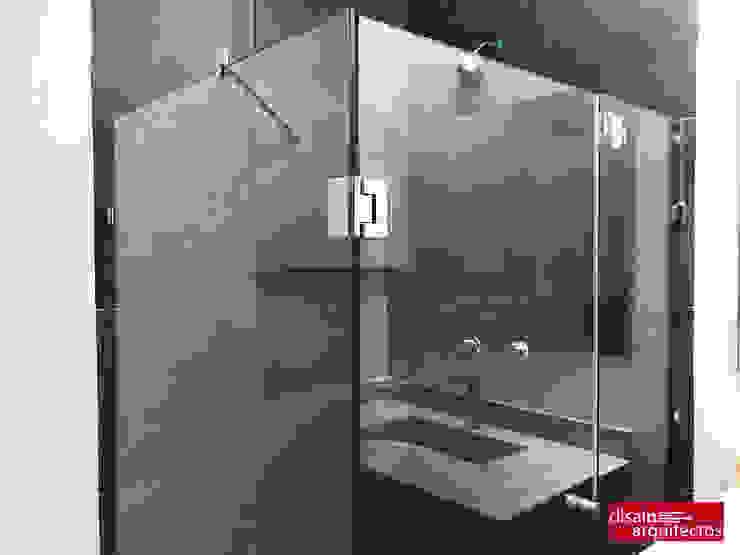 現代浴室設計點子、靈感&圖片 根據 homify 現代風 玻璃