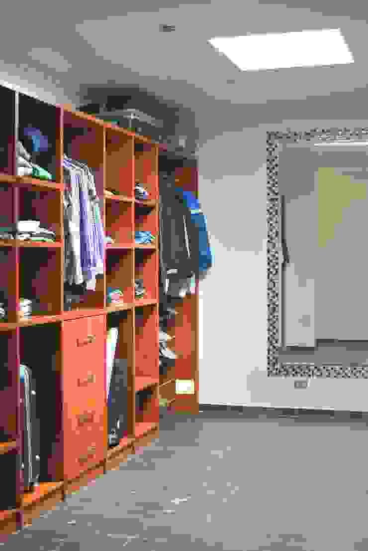 Mediterranean style dressing room by AtelierStudio Mediterranean