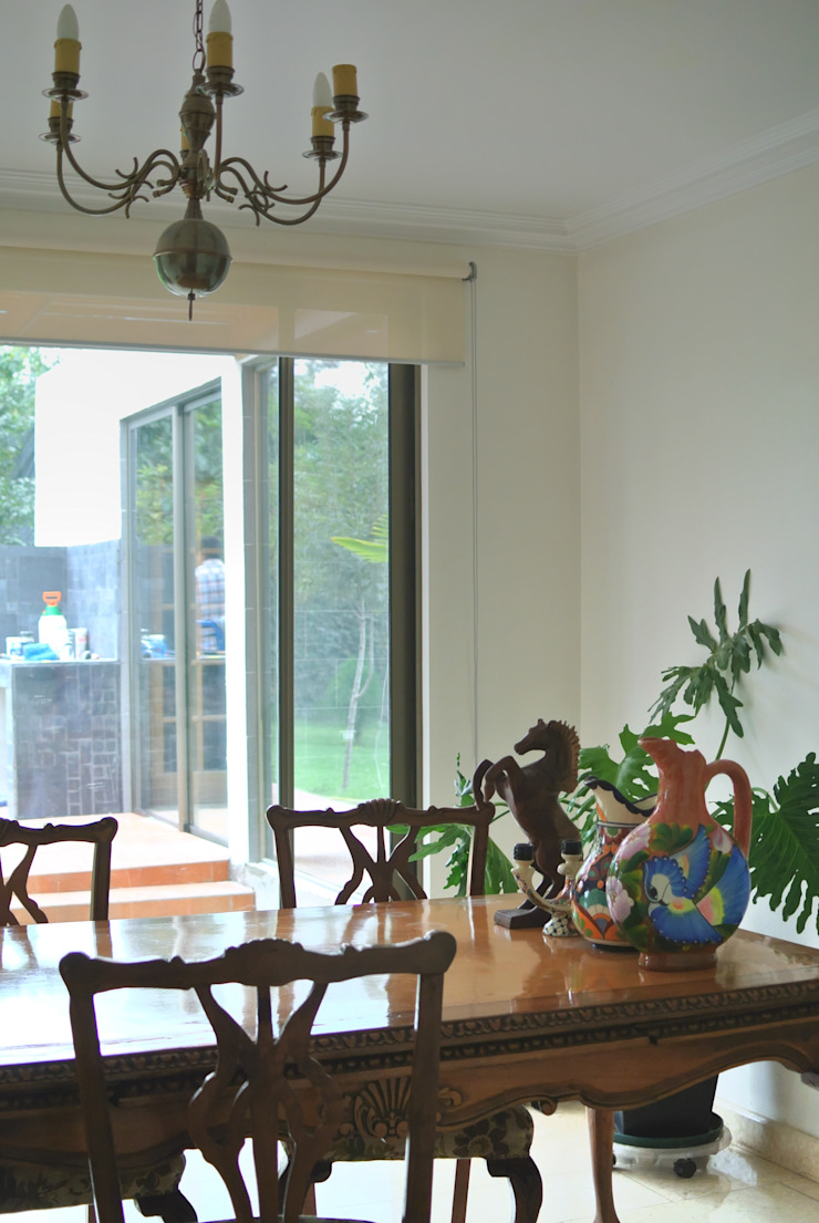 Mediterranean style dining room by AtelierStudio Mediterranean