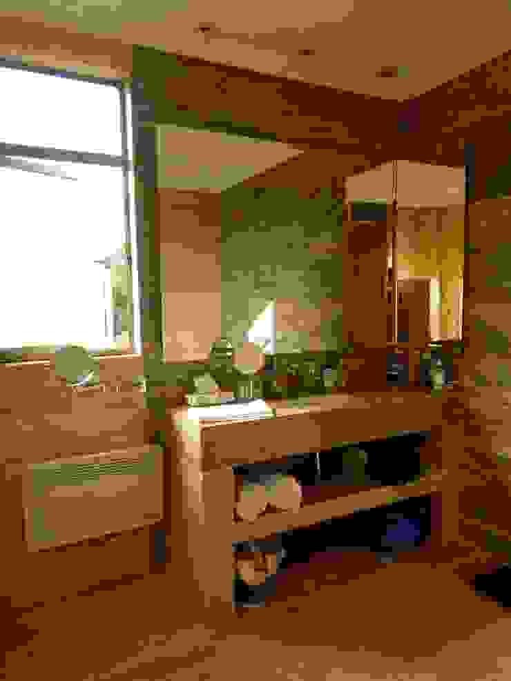 Mediterranean style bathrooms by AtelierStudio Mediterranean