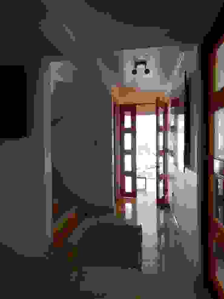 Mediterranean corridor, hallway & stairs by AtelierStudio Mediterranean