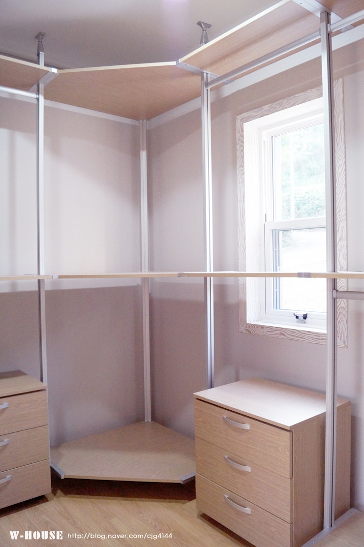 오창 50평형 ALC전원주택 클래식스타일 드레싱 룸 by W-HOUSE 클래식 솔리드 우드 멀티 컬러