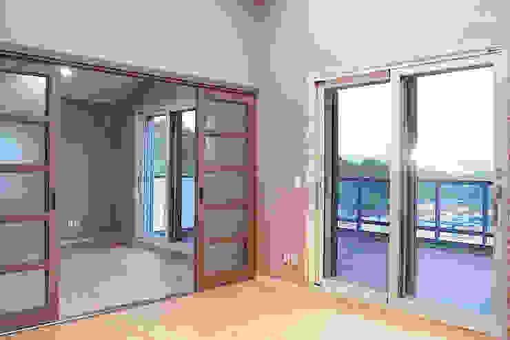 오창 50평형 ALC전원주택 모던스타일 거실 by W-HOUSE 모던 솔리드 우드 멀티 컬러