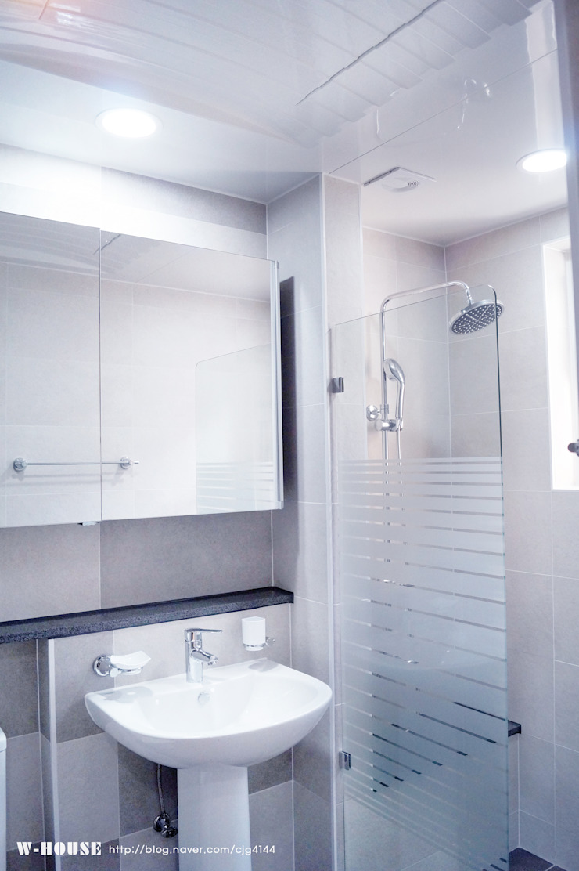 오창 50평형 ALC전원주택 모던스타일 욕실 by W-HOUSE 모던 타일