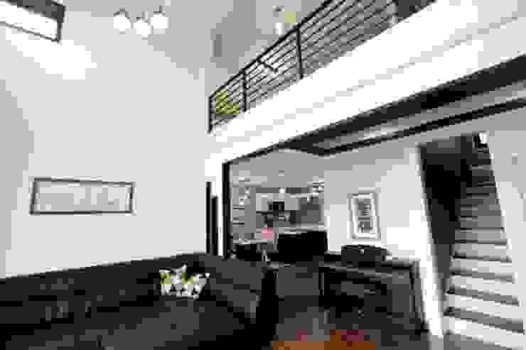 Salas / recibidores de estilo  por 피앤이(P&E)건축사사무소,