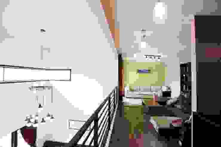 Phòng học/văn phòng phong cách hiện đại bởi 피앤이(P&E)건축사사무소 Hiện đại