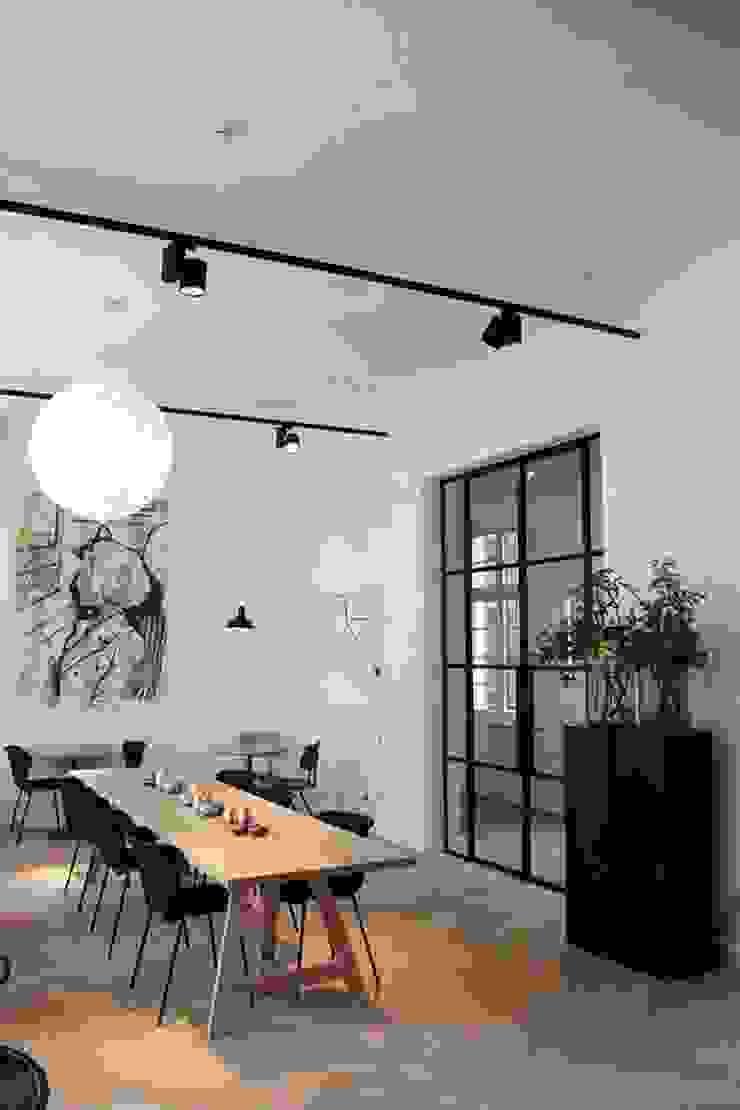 Skandynawskie ściany i podłogi od De Plankerij BVBA Skandynawski