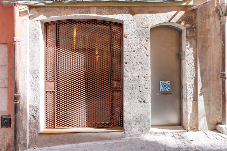 Mediterranean style house by Lara Pujol | Interiorismo & Proyectos de diseño Mediterranean