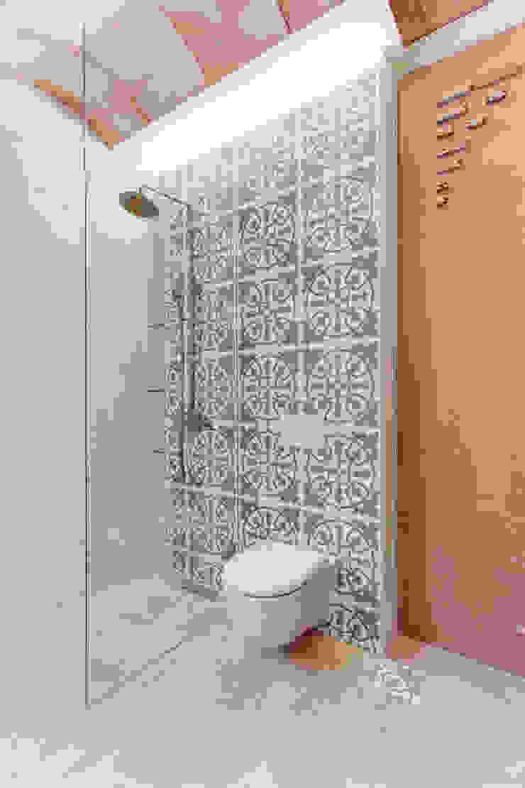 Mediterranean style bathrooms by Lara Pujol | Interiorismo & Proyectos de diseño Mediterranean