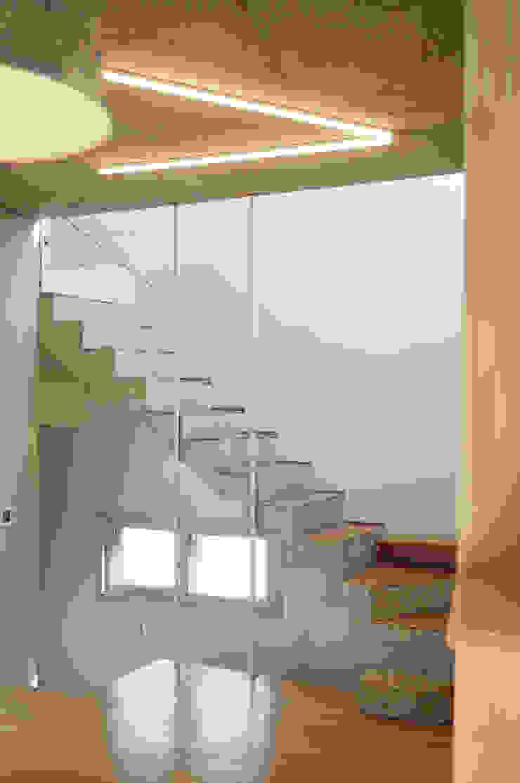 yoonzip – SAI 미니멀리스트 복도, 현관 & 계단 by yoonzip interior architecture 미니멀