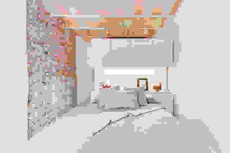 Mediterrane Schlafzimmer von Lara Pujol | Interiorismo & Proyectos de diseño Mediterran