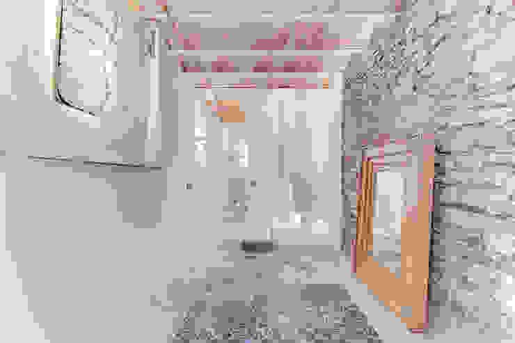Mediterranean corridor, hallway & stairs by Lara Pujol | Interiorismo & Proyectos de diseño Mediterranean