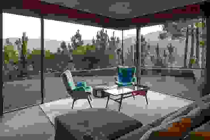 Living room - Mjarc by Maria João e Ricardo Cordeiro Soggiorno moderno di MJARC - Arquitectos Associados, lda Moderno