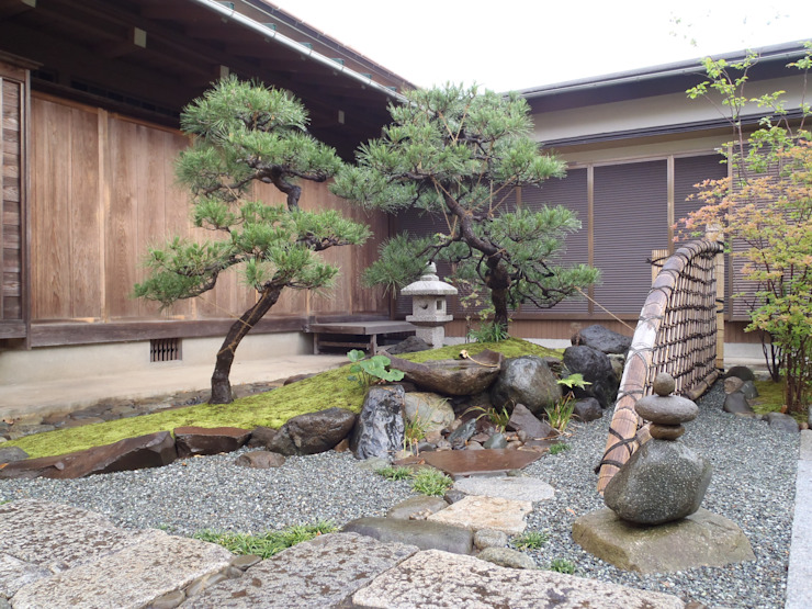 Classic style garden by 庭咲桜(にわざくら) Classic