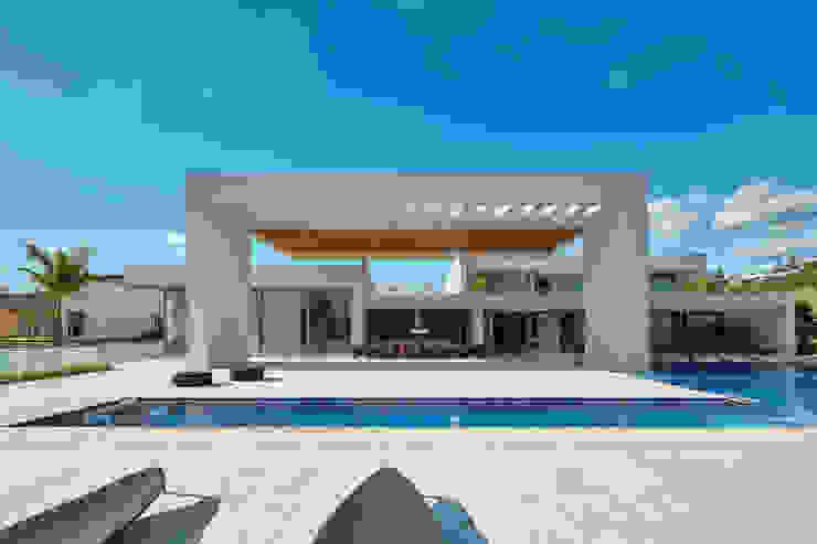 Casa em Nova Lima-MG Lanza Arquitetos Casas familiares Concreto Cinza