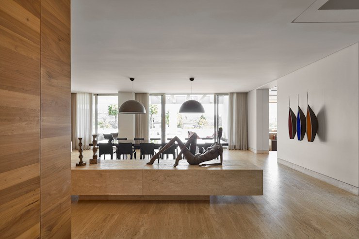 Modern dining room by Lanza Arquitetos Modern Marble