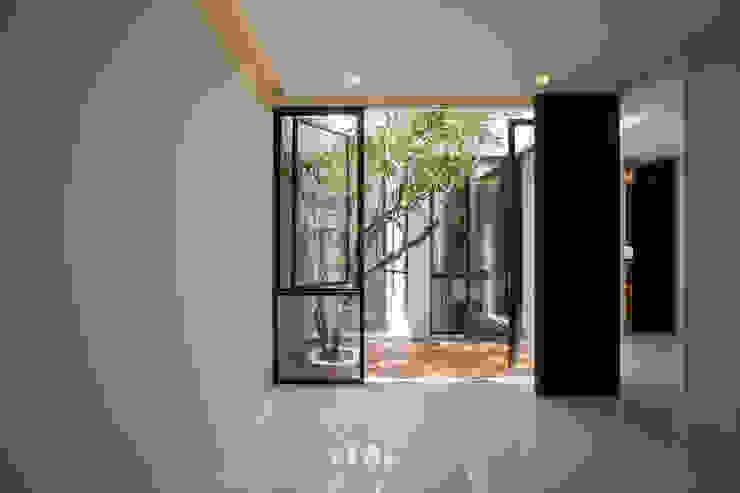 根據 Simple Projects Architecture 熱帶風 花崗岩