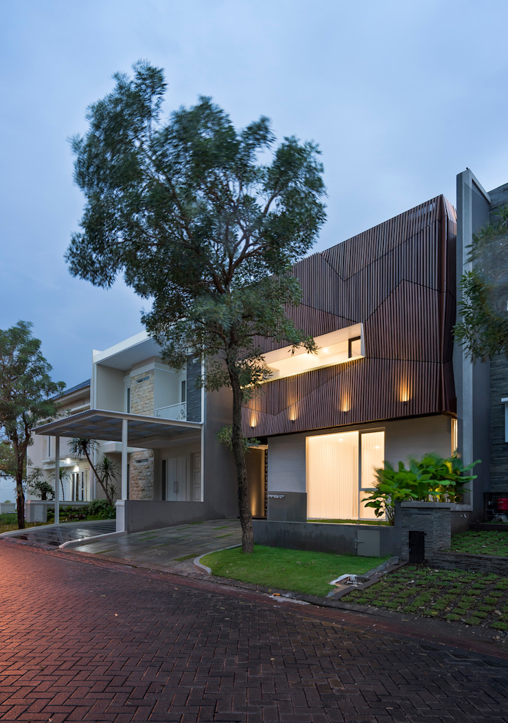 'S' house Oleh Simple Projects Architecture Tropis Besi/Baja