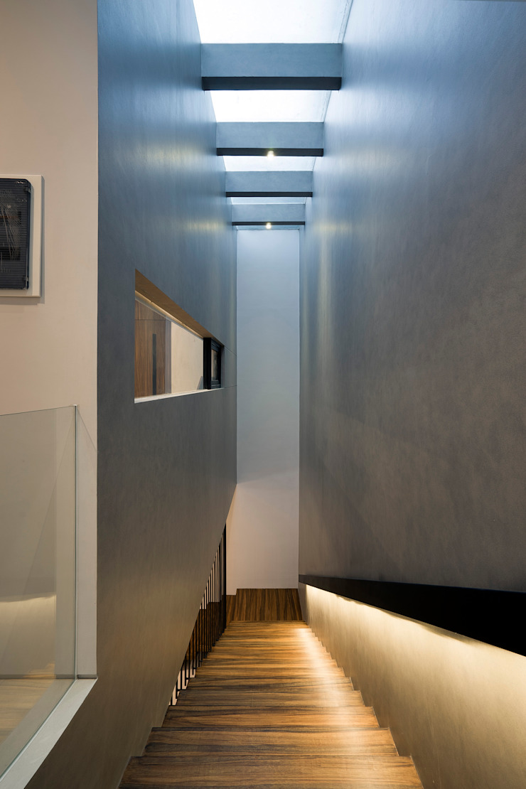 Couloir, entrée, escaliers tropicaux par Simple Projects Architecture Tropical