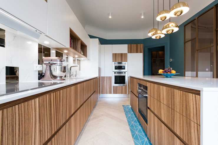 LA CUISINE DANS LE BAIN SK CONCEPT Classic style kitchen