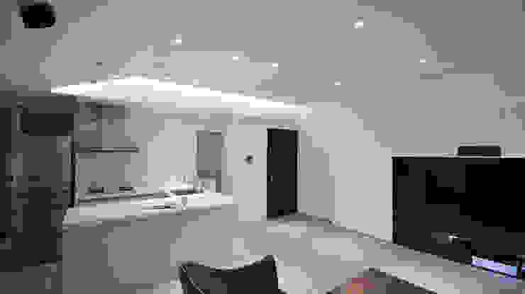 現代和樂舒適風 现代客厅設計點子、靈感 & 圖片 根據 瓦悅設計有限公司 現代風