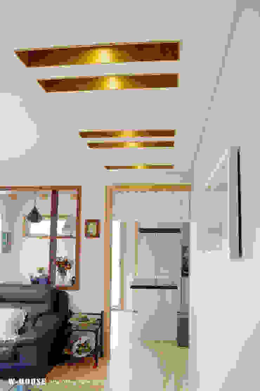 청원3호 팔봉리 45평형 ALC복층주택 모던스타일 거실 by W-HOUSE 모던 솔리드 우드 멀티 컬러