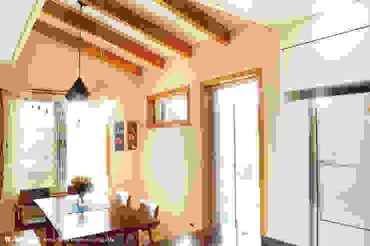 Muebles de cocinas de estilo  por W-HOUSE,