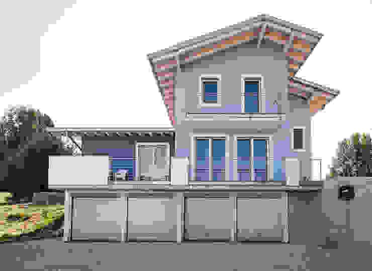 Casa in legno a Daverio, Varese. Facciata Novello Case in Legno Casa di legno Legno Bianco