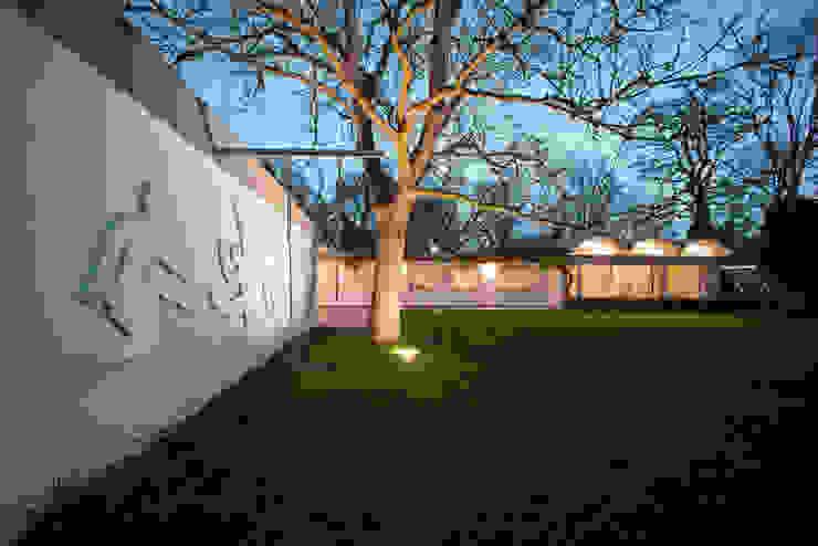 Mid-Century Bungalow Corneille Uedingslohmann Architekten Bungalows Blanco