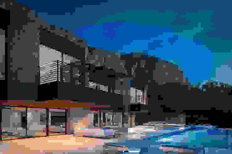 Casas modernas de SINGULAR STUDIO Moderno