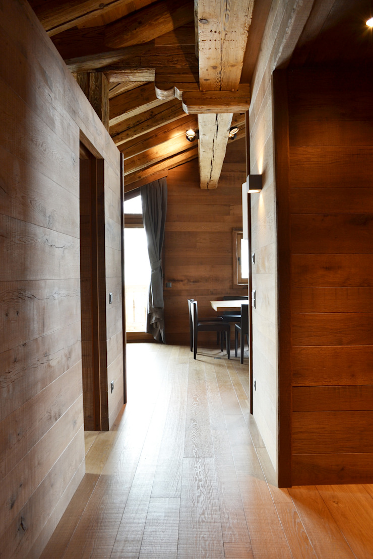 Scandinavian style corridor, hallway& stairs by Andrea Rossini Architetto Scandinavian