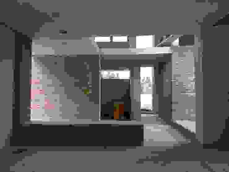 Diseño de Casa en Serralta por 1.61 Arquitectos Pasillos, vestíbulos y escaleras mediterráneos de 1.61 Arquitectos Mediterráneo
