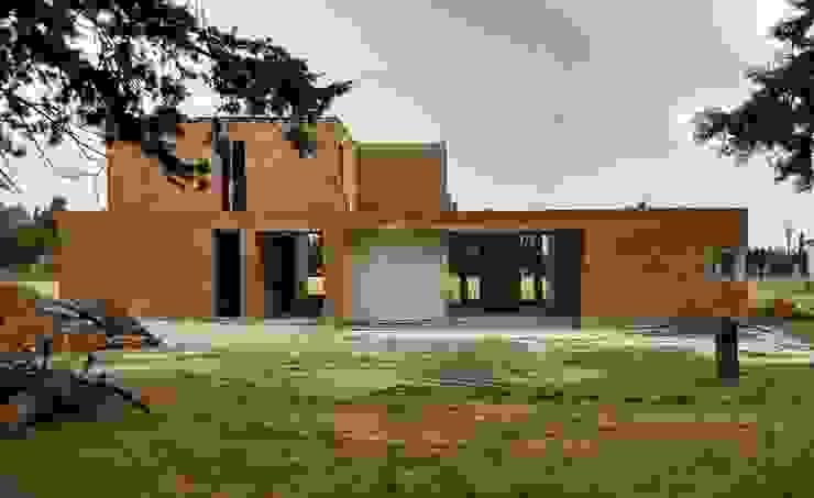 Fachada Norte - en obra de 1.61 Arquitectos Mediterráneo Ladrillos