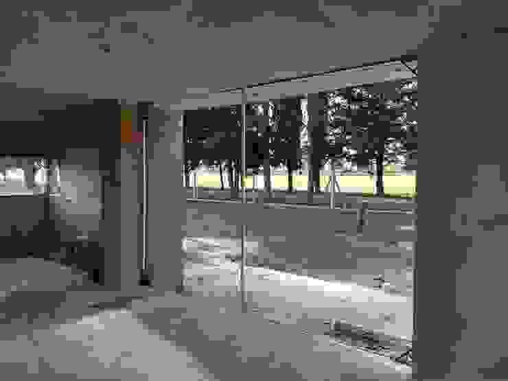 Diseño de Casa en Serralta por 1.61 Arquitectos Paredes y pisos mediterráneos de 1.61 Arquitectos Mediterráneo
