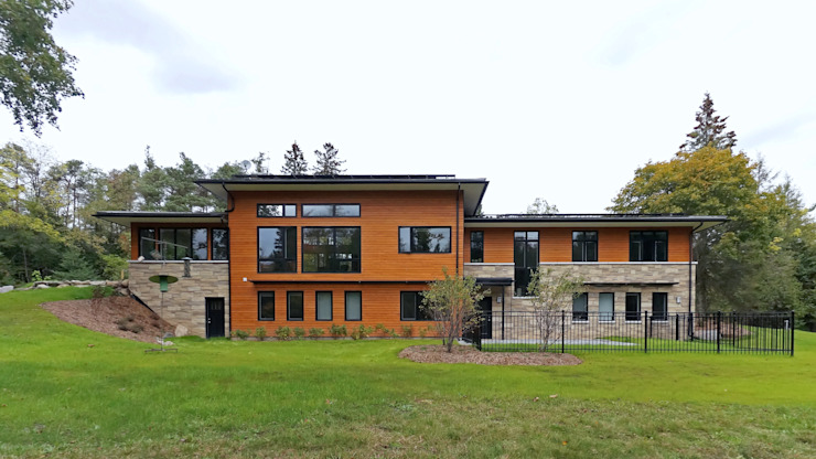 Credit River Valley House - Exterior:  Houses by Solares Architecture, Country