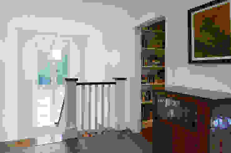 Couloir, entrée, escaliers ruraux par Solares Architecture Rural