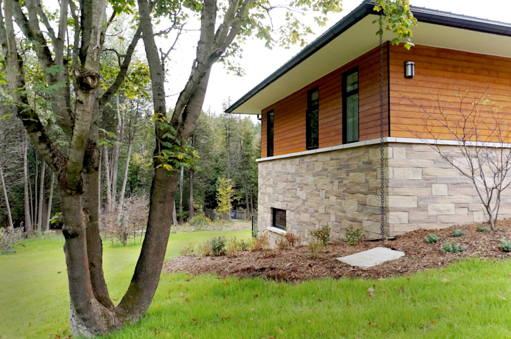 Credit River Valley House - Exterior Country style house by Solares Architecture Country