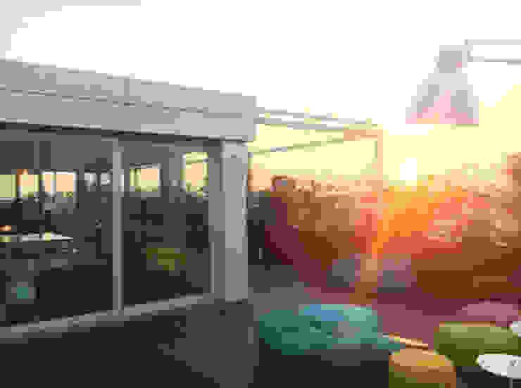 Andrea Rossini Architetto Balcones y terrazas de estilo moderno