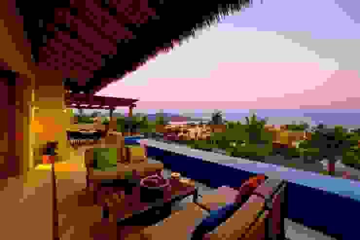 Terraza Balcones y terrazas tropicales de BR ARQUITECTOS Tropical Derivados de madera Transparente