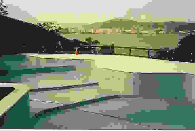 Florianópolis - Baia Sul Osvaldi Elias - Reformas e Construções Piscinas de jardim Azulejo Azul