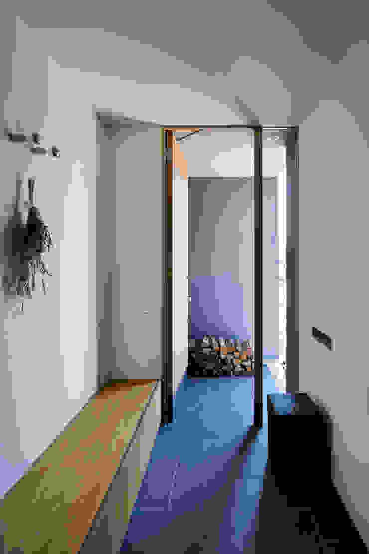 玄関 川添純一郎建築設計事務所 モダンスタイルの 玄関&廊下&階段 白色