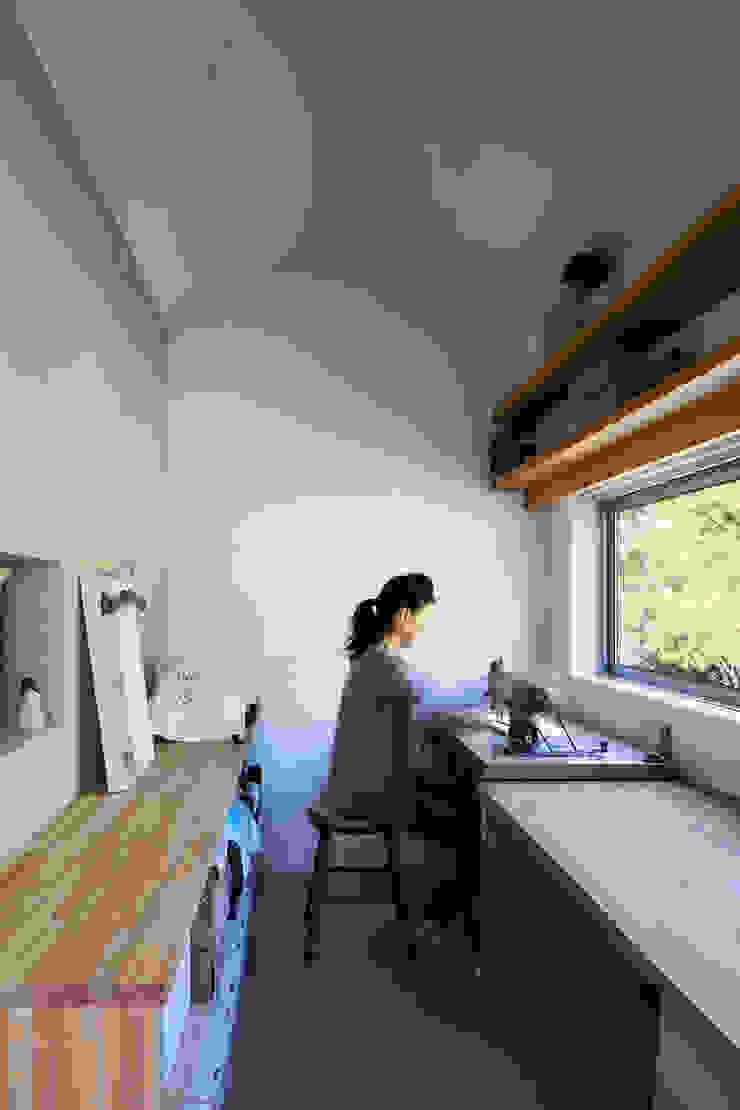 作業室 川添純一郎建築設計事務所 モダンデザインの 書斎 白色
