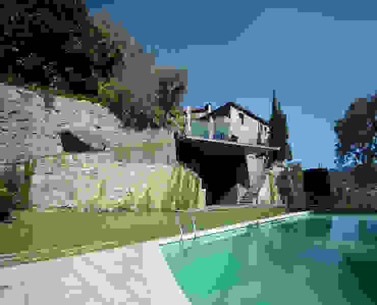 Terrace - Mjarc by Maria João and Ricardo Cordeiro by MJARC - Arquitectos Associados, lda Сучасний