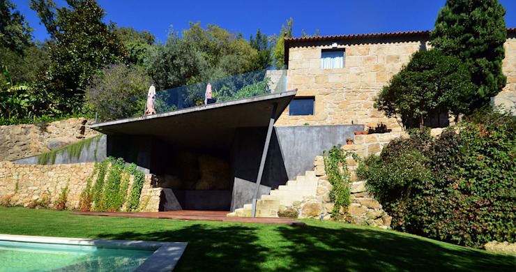 Exterior Arrangements - Mjarc by Maria João and Ricardo Cordeiro by MJARC - Arquitectos Associados, lda Сучасний