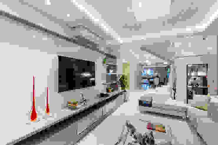 Residência Zona norte Salas de estar modernas por RHAJA ARQUITETURA Moderno